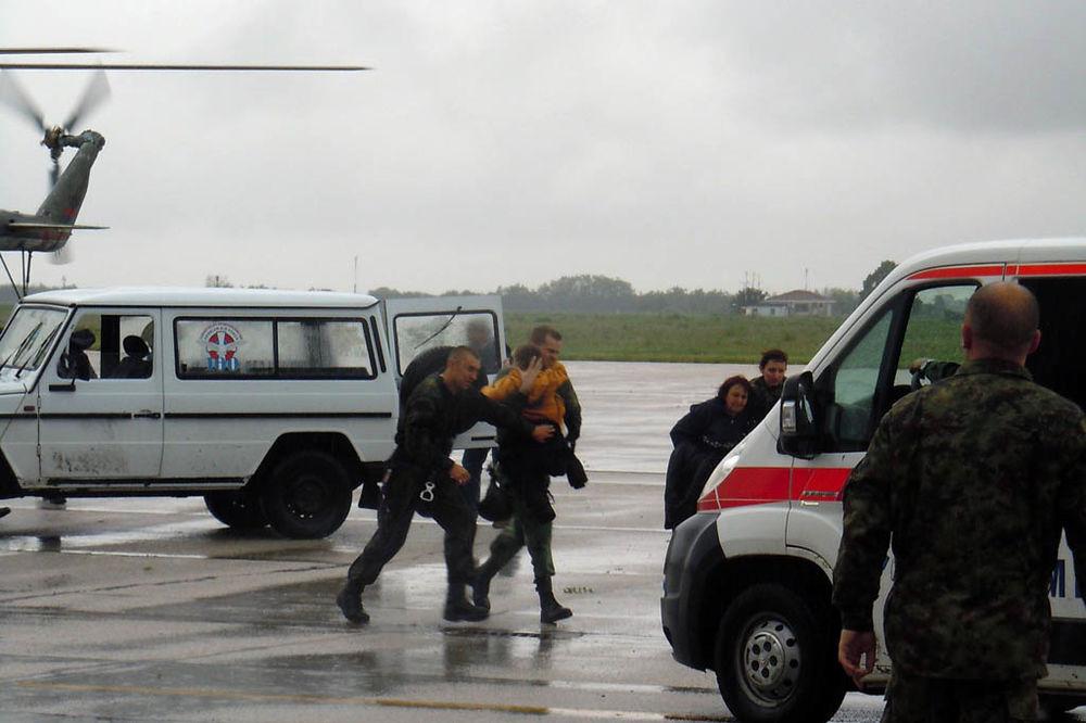 MAJ. 2014 GOD. Vojska-srbije-evakuackija-najmladih-1400365194-499063