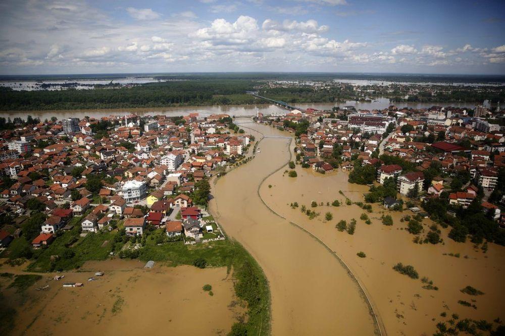 BEG PRED VODENOM STIHIJOM: Sava probila 100 metara odbrambenog nasipa