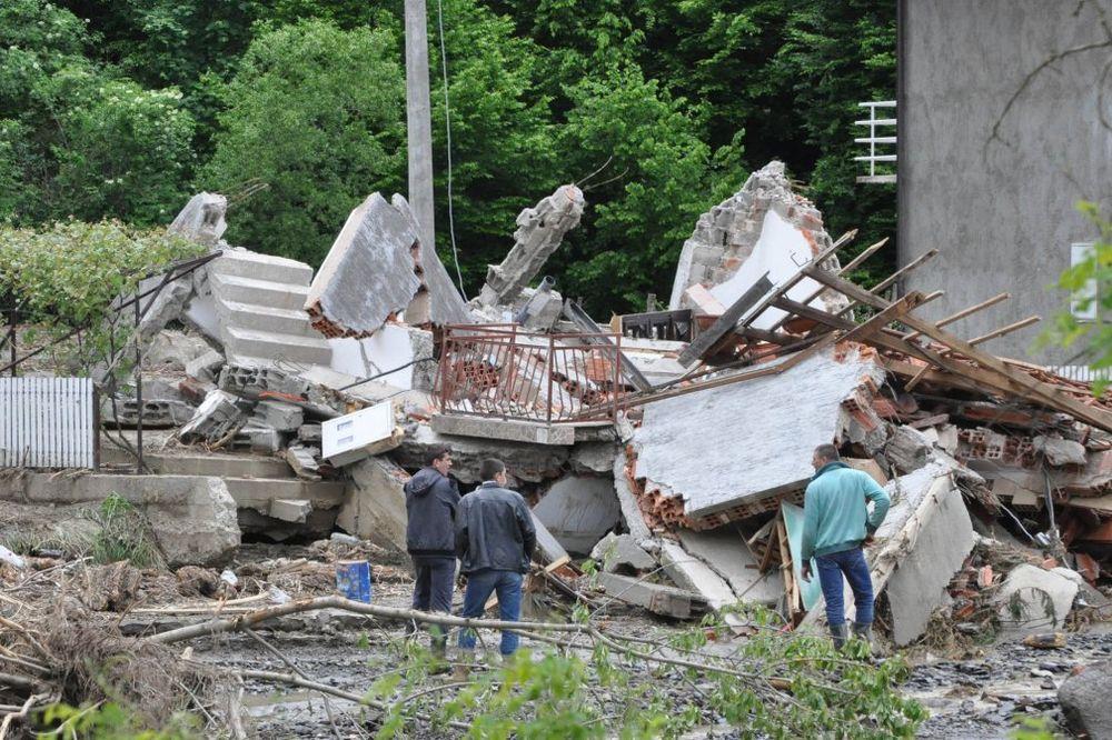 UŽIVO POPLAVE U SRBIJI: Evakuacija Morovića i Višnjeva kod Šida!
