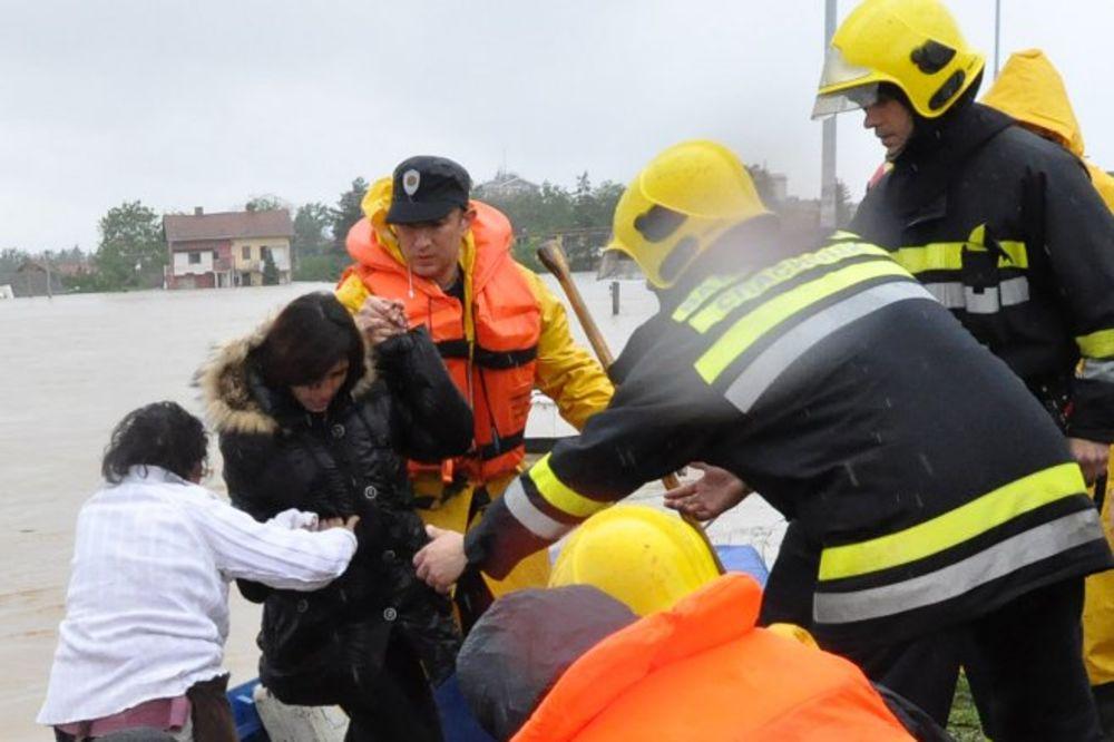 MAJ. 2014 GOD. Vatrogasci-spasioci-obrenovac-poplava-poplave-foto-mup-srbije-1400480589-500125