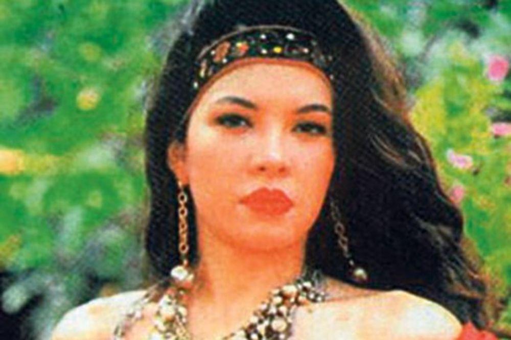 KASANDRA, KASANDRA: Pogledajte kako danas izgleda žena koja je harala Srbijom! (FOTO)