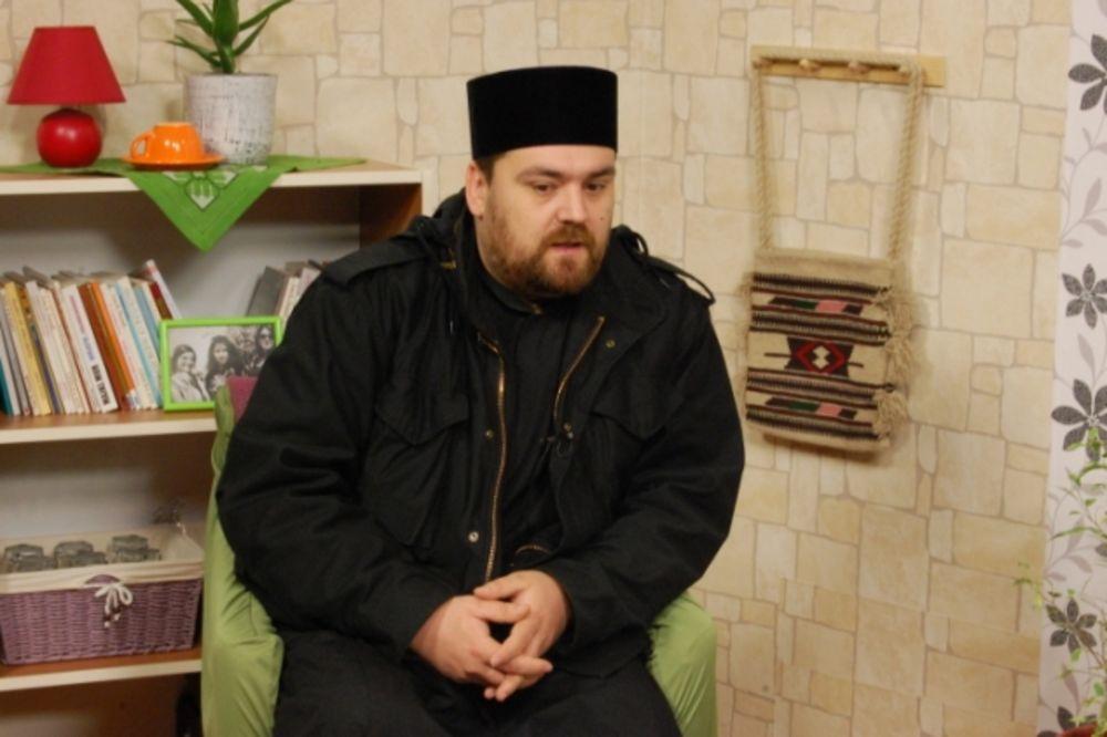 NIKO NE GOVORI SRPSKI: Kosovska policija maltretirala oca Stevu!