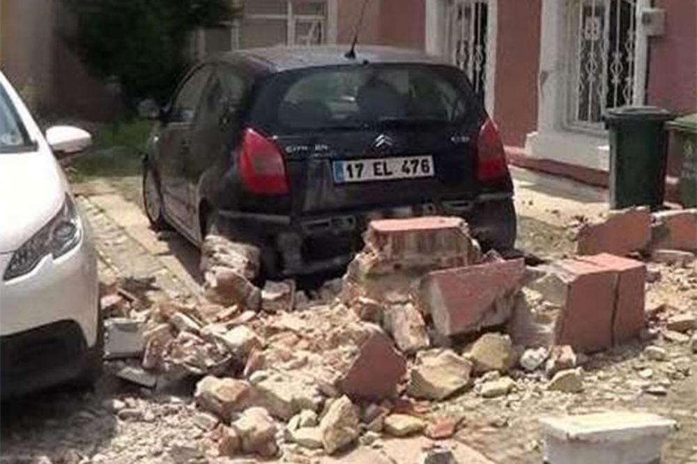 PANIKA NA ULICAMA: Tursku za sat vremena pogodila dva zemljotresa