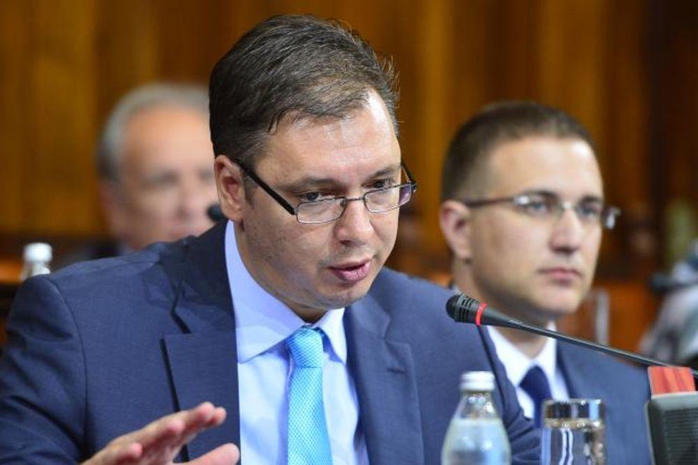 METLA U SNS: Vučić izbacuje foteljaše iz stranke