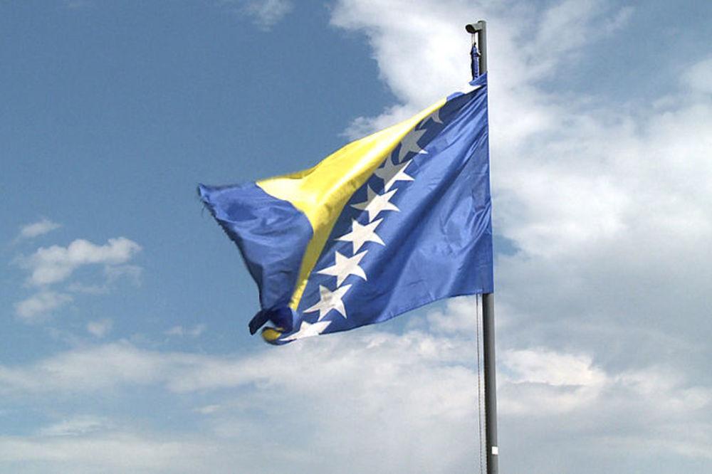 (VIDEO) INICIJATIVA: Pesma Zemljo moja je prava himna za BiH, pa svi je znaju!