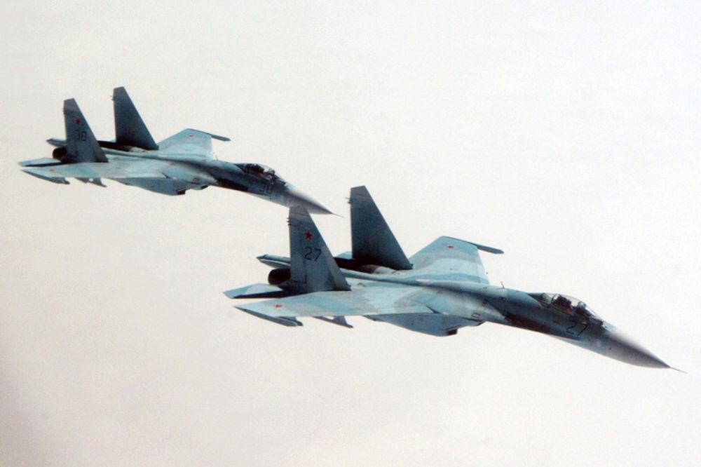 (VIDEO) AMERI POBESNELI NA RUSE: Suhoj se približio na metar  američkom vojnom avionu! Ovo je do sada najopasniji incident!