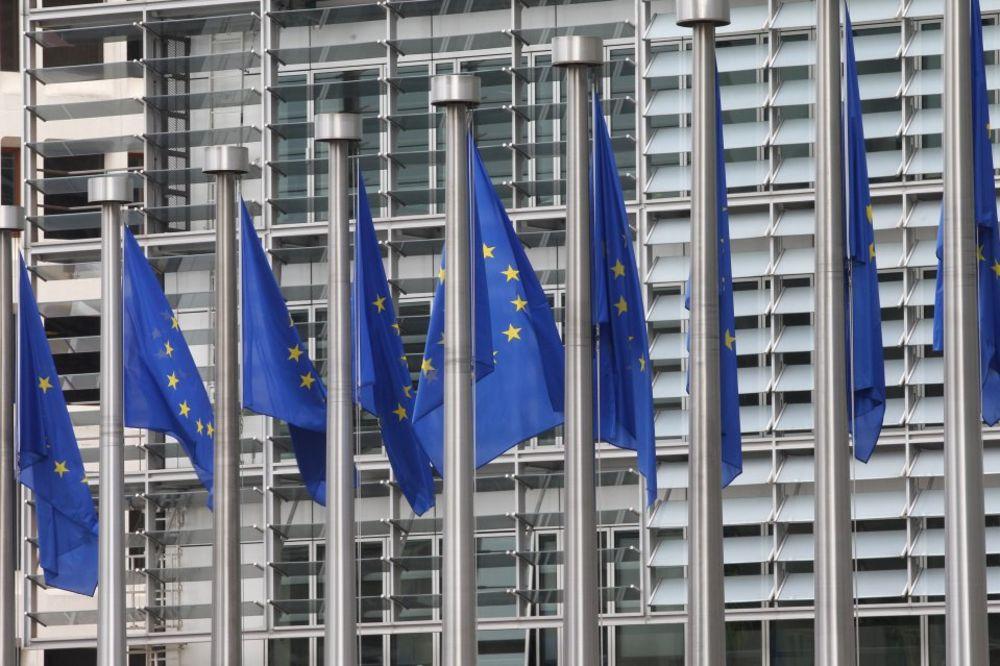 OBZERVER UPOZORAVA EU: Ne prepuštajte Srbiju Putinu i Kini