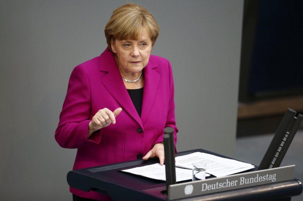 Angela Merkel govori u parlamentu, Foto Reuters