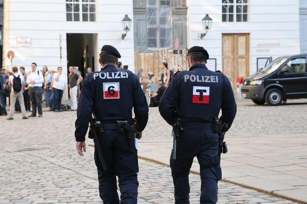POLICAJCI BABICE: Porodili ženu nasred ulice!