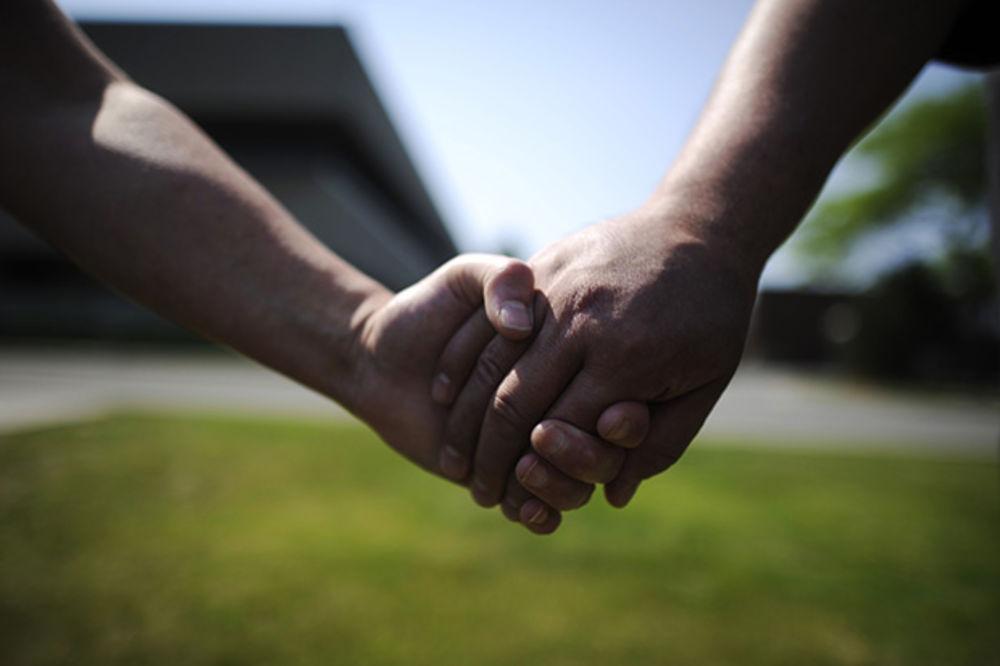 ruke, držanje za ruke, prijatelji, gej, foto rojters