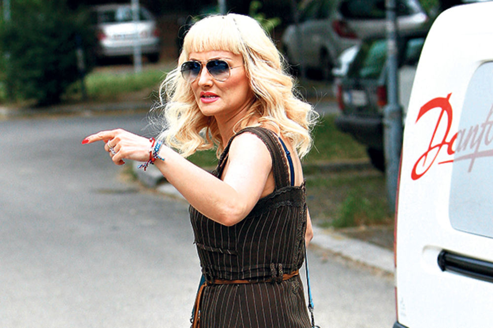 (FOTO) DOZLOGRDILO JOJ: Goca Tržan održala lekciju muškarcima!