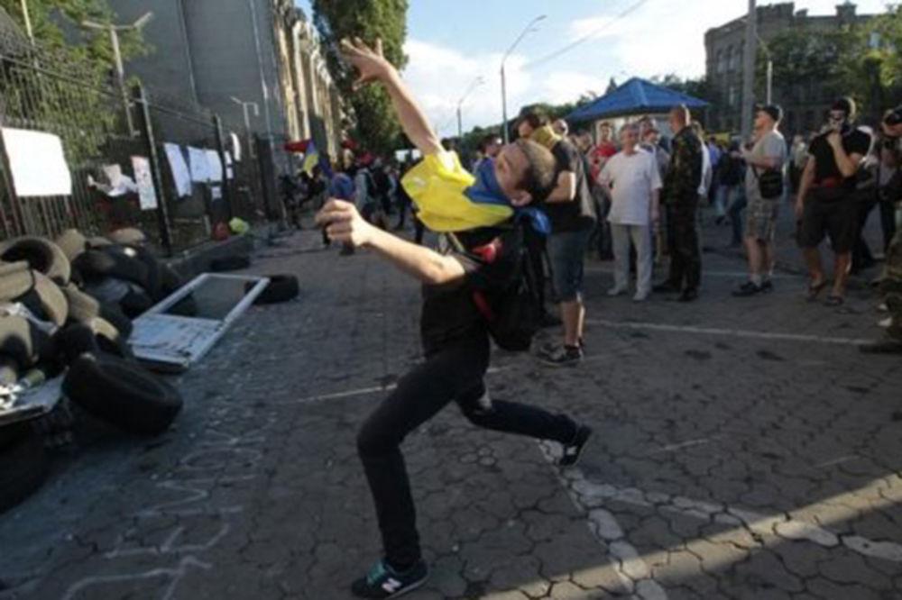 Na rusku ambasadu u Kijevu bačen molotovljev koktel