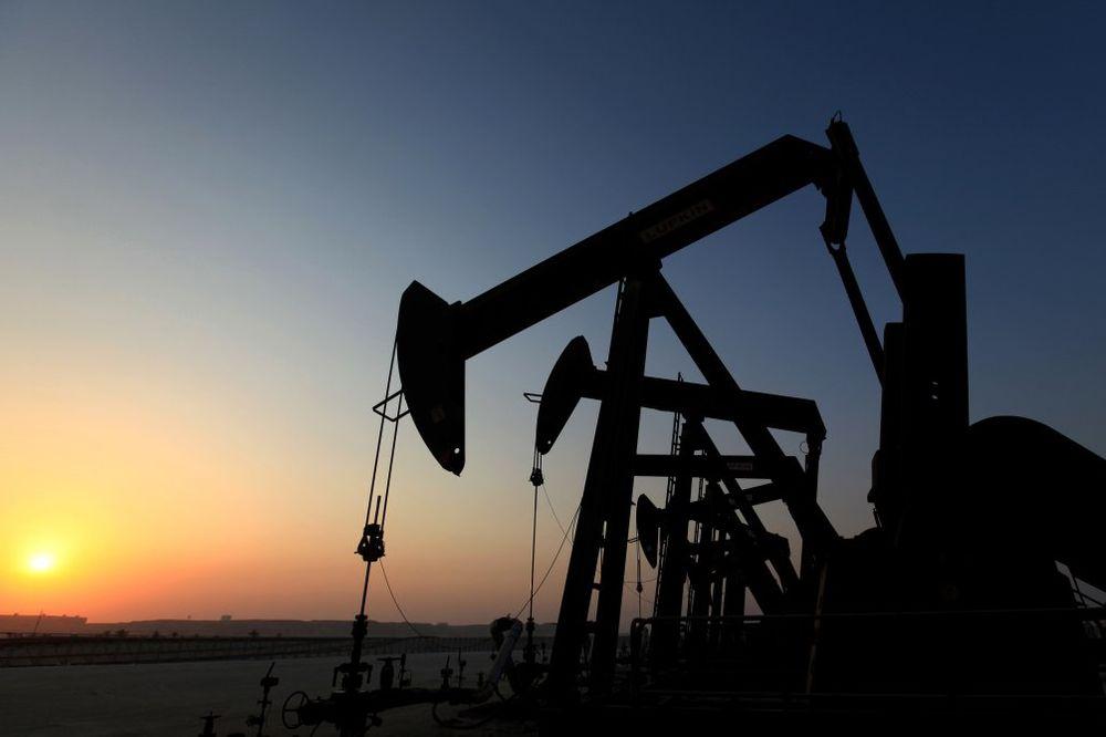 PUNI DO VRHA: Ameri imaju toliko nafte da nemaju više gde da je smeste