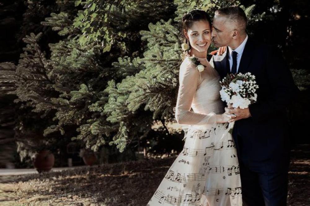 MLADU UKRASIO NOTAMA: Oženio se Eros Ramacoti!