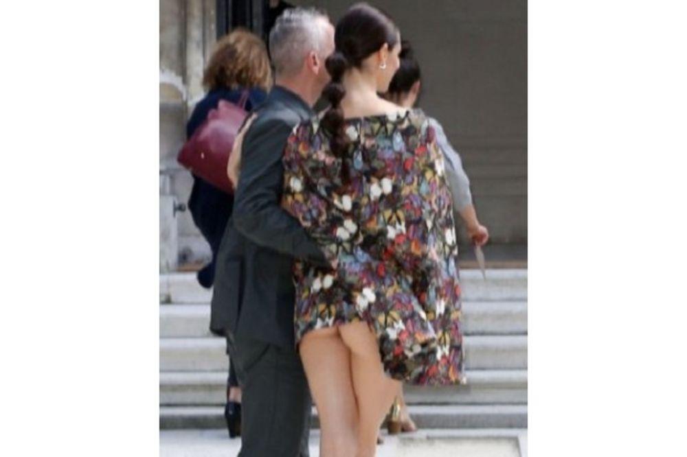 INCIDENT NA NEDELJI MODE: Eros podigao suknju supruzi i pokazao njenu golu guzu!