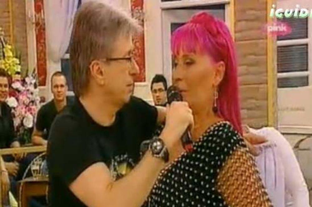 Zorica: Popoviću, ne mogu očima da te gledam! Saša: Znači, zato nosiš naočare!