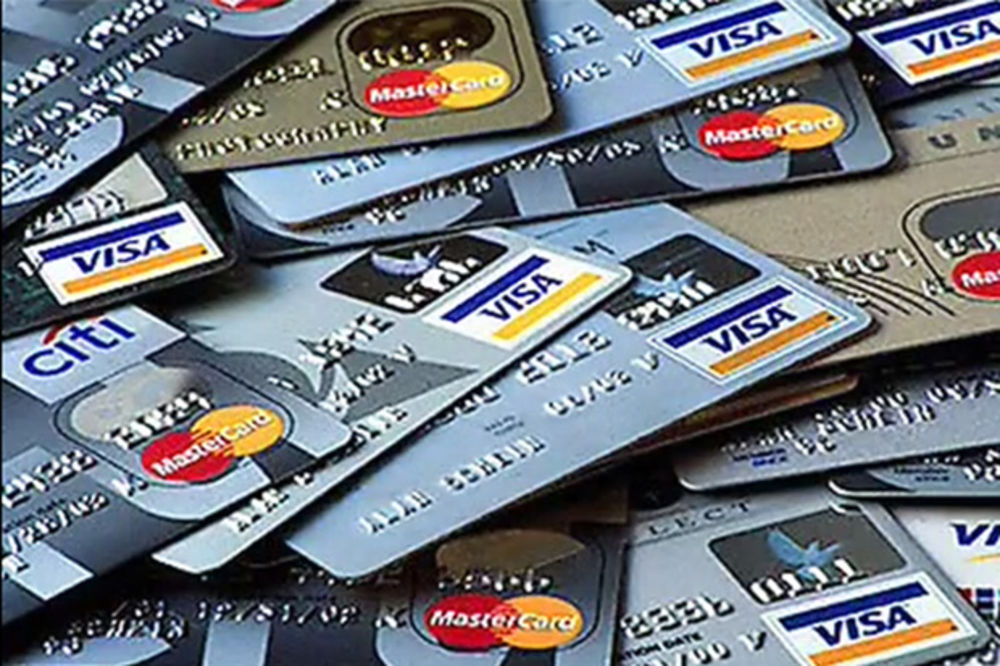 Gomila bankovnih kartica, Foto Printscreen yt