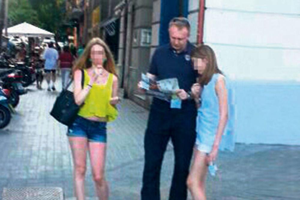 KURIR NA LICU MESTA: Đilas se sa ćerkama izgubio u Barseloni!