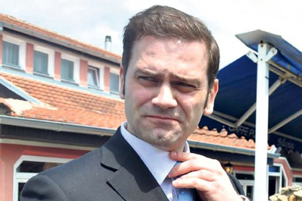 POLUPAN SKUPŠTINSKI AUTO: Borko Stefanović imao sudar, pa otišao sa lica mesta!