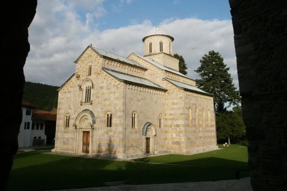 GNUSNA DELA: Verske zajednice na Kosovu osudile vandalizam u Dečanima