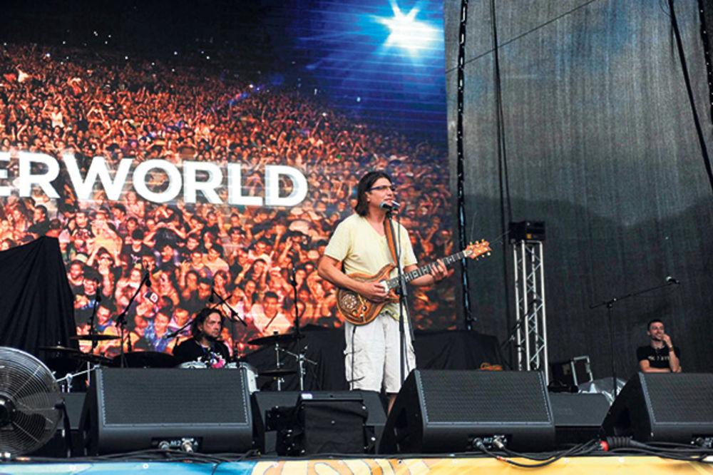 SI DENS FESTIVAL: 20.000 ljudi pevalo u glas sa Džej Kejom i Džamirokvajom!