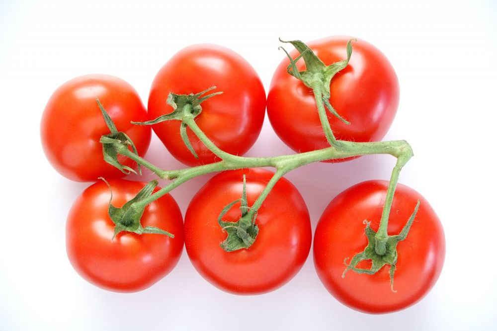 Kilogram paradajza pojeftinio na 50 dinara