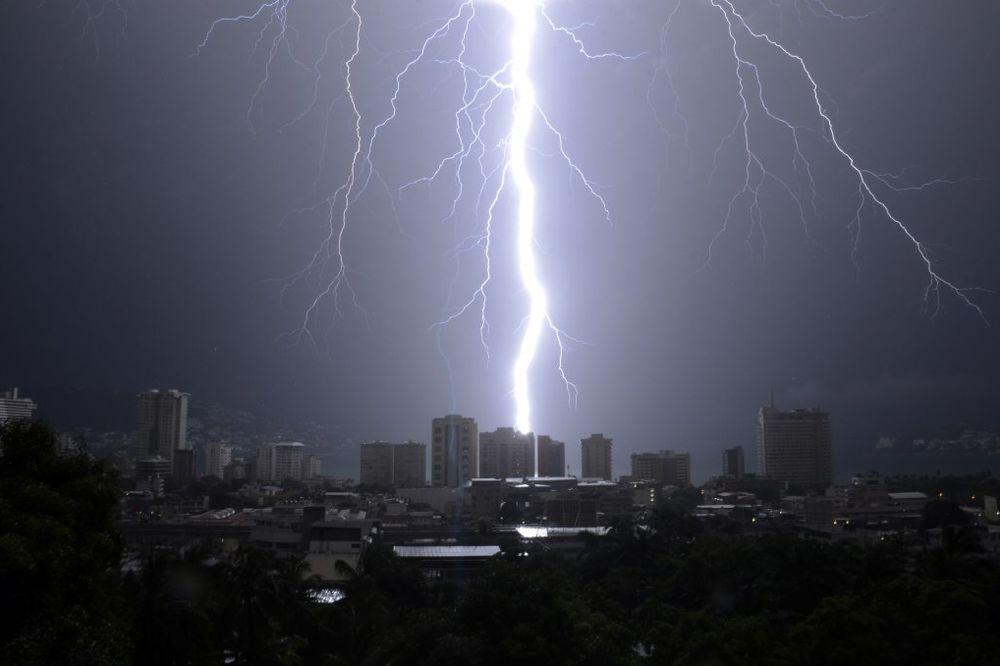 BEZ ZAŠTITE OD NEPOGODE: Dobićete rakete kad vas pobije grad i uništi oluja