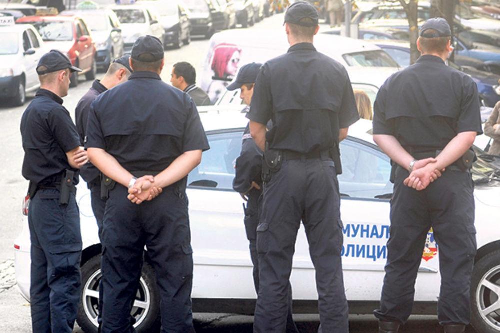 KOMUNALNI POLICAJCI SPREČILI PLJAČKU: Uhapšena trojica razbojnika