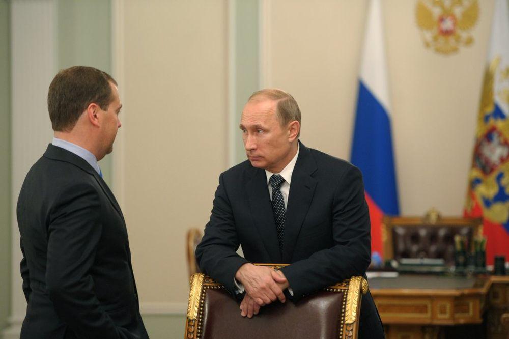 PREVIRANJE U MOSKVI: Putin razočaran Medvedevim jer je blag prema Zapadu, uskoro smena?