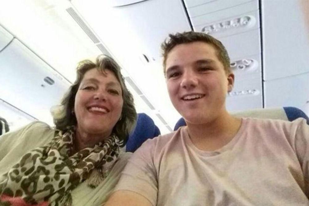 KOBNI SELFI: Majka i sin srećni čekali da polete na odmor iz snova, završili na ukrajinskoj ledini