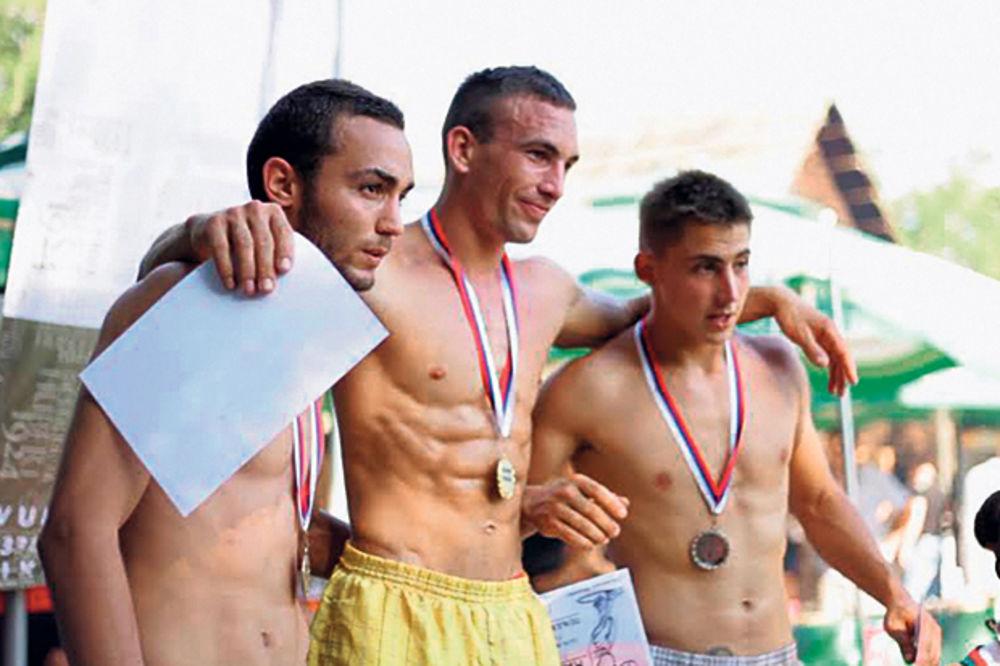 Osvojio zlato... Nikola Kovačević (u sredini)