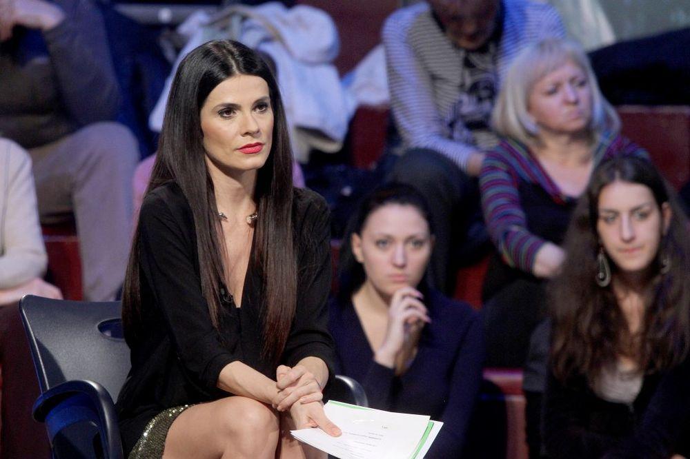 UŽIVA NA KALEMEGDANU Aleksandra Jeftanović ima devojačku liniju!