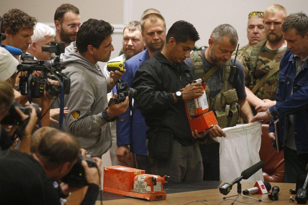 (VIDEO) HOLANĐANI ISPRAVLJAJU UKRAJINCE: Rusija nije oborila malezijski avion MH17!