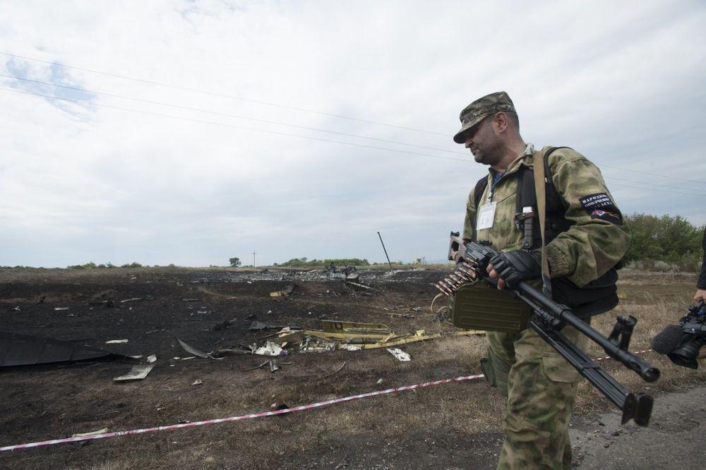 DOGOVOR: Proruske snage pustile međunarodnu policiju na mesto pada MH17