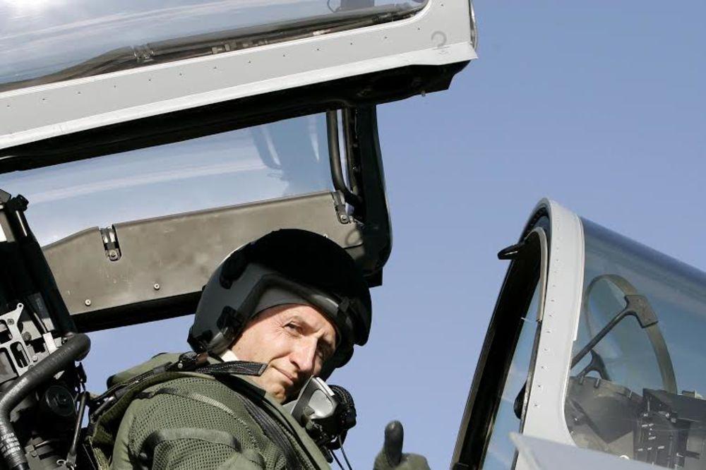 VOJSKA NEMA PARA: Austrijske pilote će obučavati NATO!