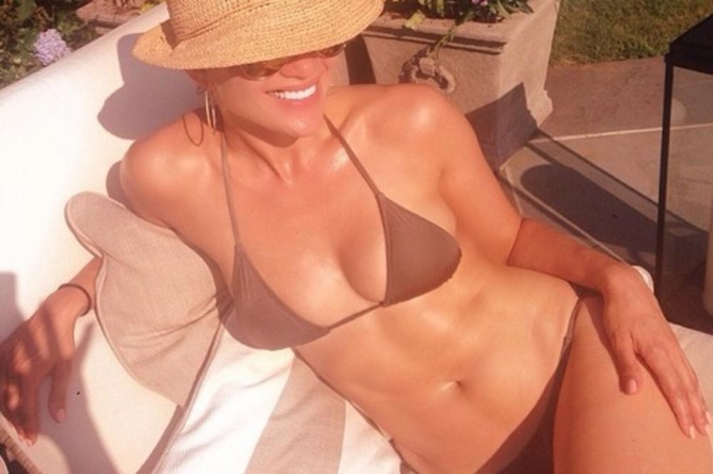 Evo kako Džej Lo (44) izgleda u bikiniju