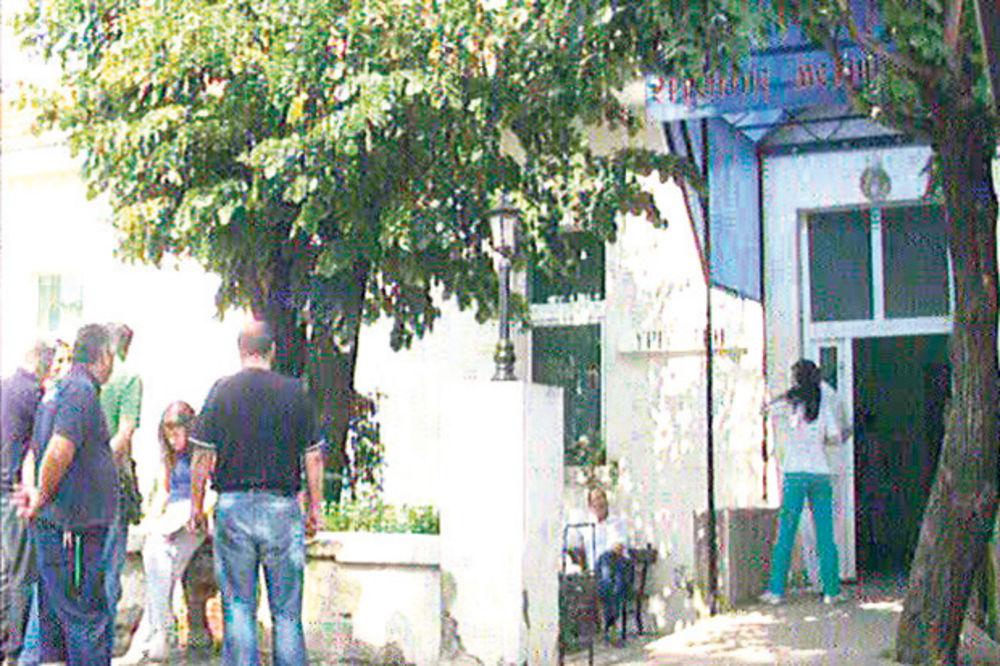 PROKUPLJE: Beograđanin (82) doneo zmiju u bolnicu kao dokaz da ga je ugrizla!