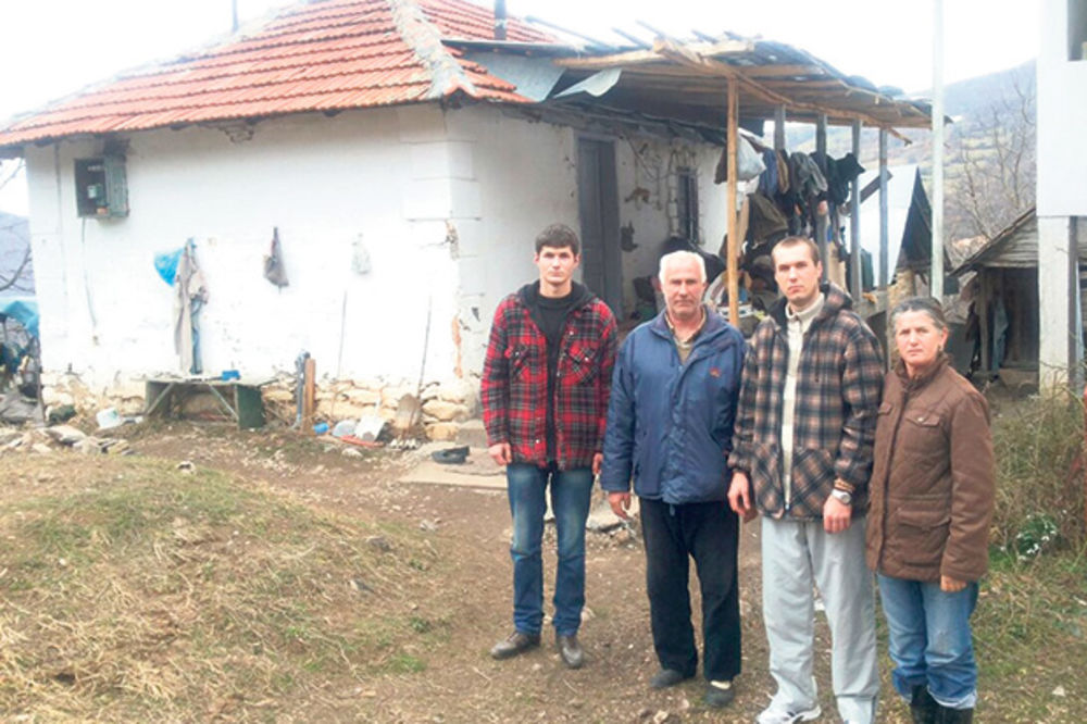 Osveštani temelji: Pomozimo Ilićima da dobiju novu kuću