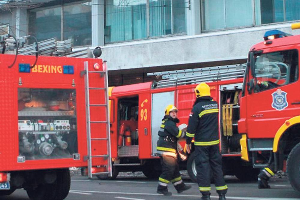 POŽAR NA BULEVARU: Izgorele četiri barake, nema povređenih