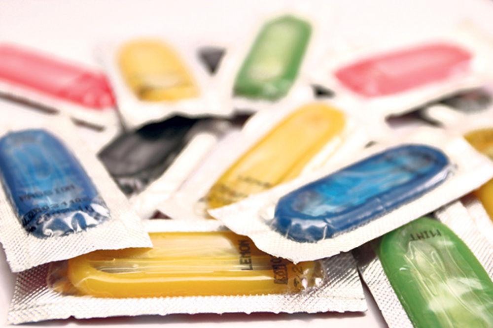 SUD ODLUČIO: Porno glumci će morati da koriste kondome na snimanju!