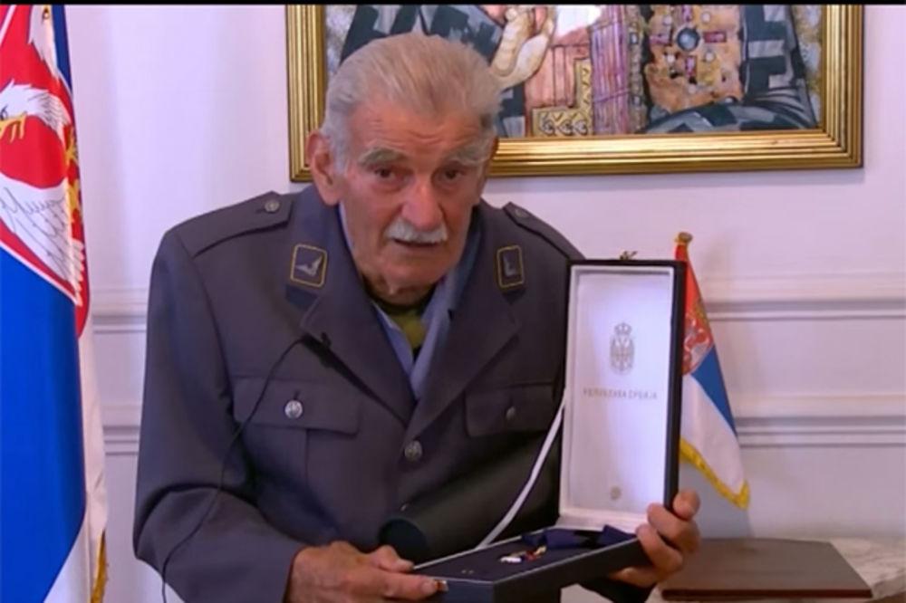 (VIDEO) POŠTOVANJE: Orden za čika Đorđa, čuvara srpskog vojničkog groblja u Solunu