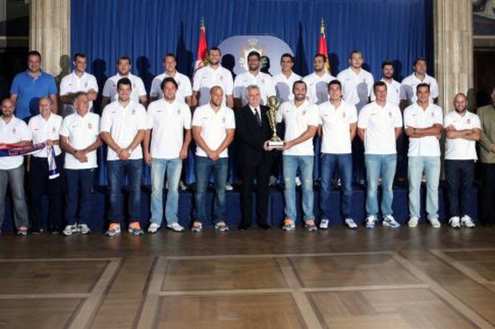 NIKOLIĆ VATERPOLISTIMA: Vaš trijumf pokazao je karakter srpskog naroda