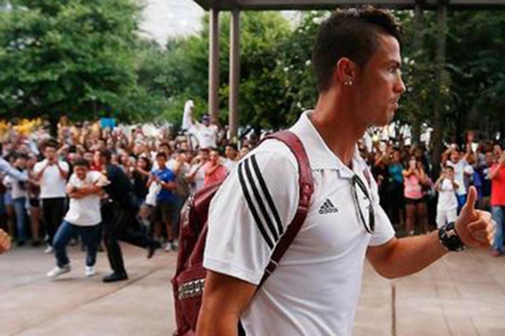 (VIDEO) DELIRIJUM: Navijači i na treninzima odlepljuju za Ronaldom