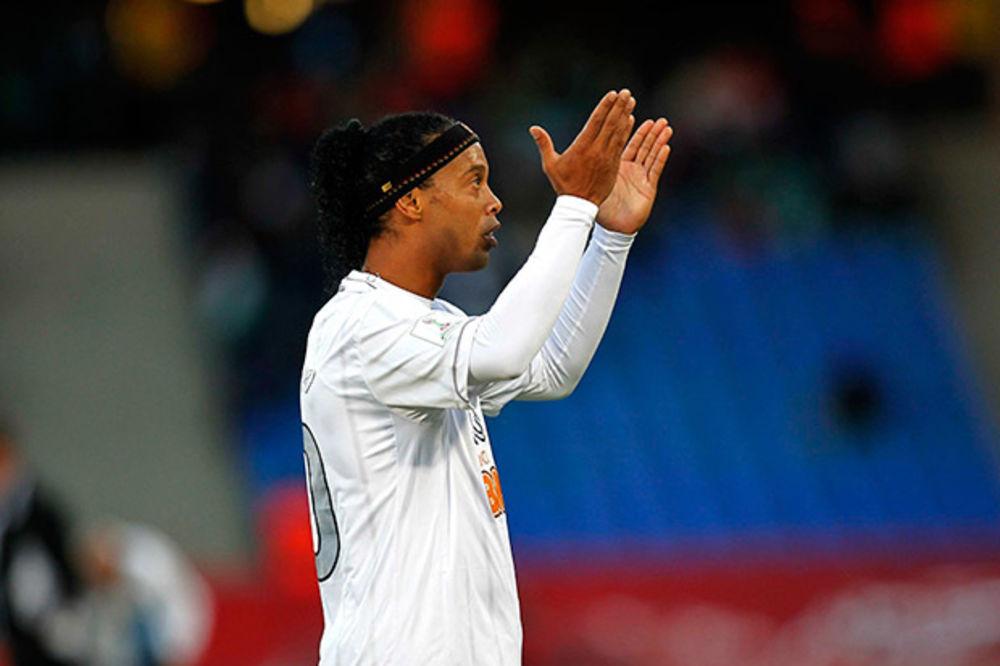 GENIJE: Ronaldinjo promenio sport i ponovo pokazao magiju