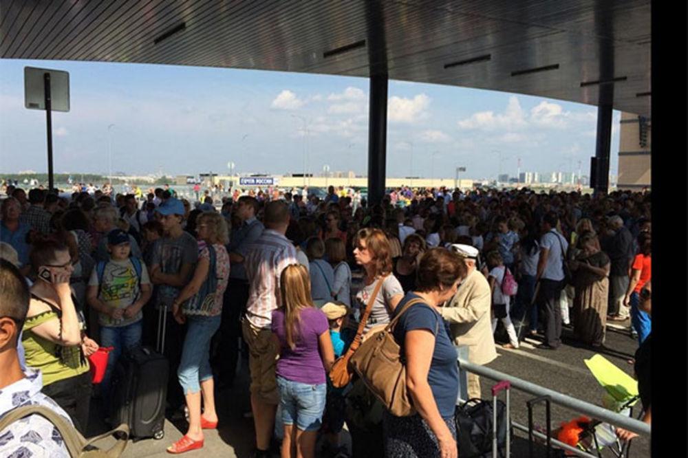 DOJAVA O BOMBAMA: Evakuacija na aerodromima Pulkovo i Domodedovo