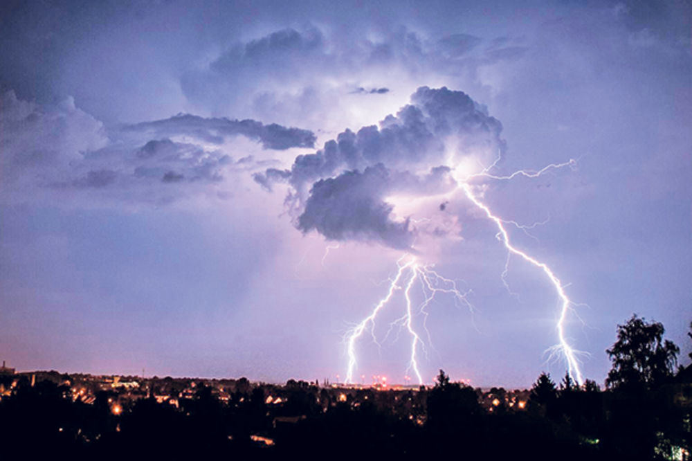 SNAŽNO NEVREME: Pula i Zadar pod vodom, Banjaluci preti oluja