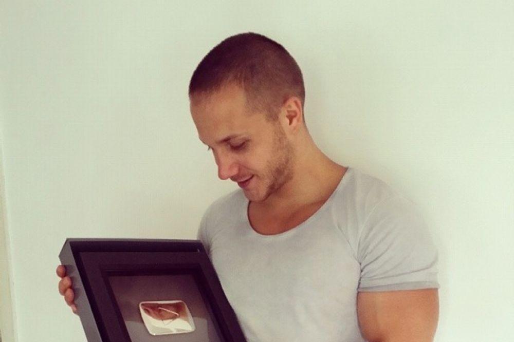 SAŠA KOVAČEVIĆ: Prvi domaći pevač nagrađen od Jutjuba!