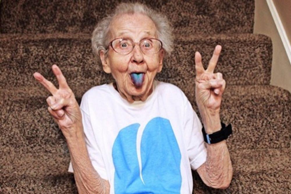 BAKA ŠUMAHER: U 86. godini oduzeli joj dozvolu zbog brze vožnje!