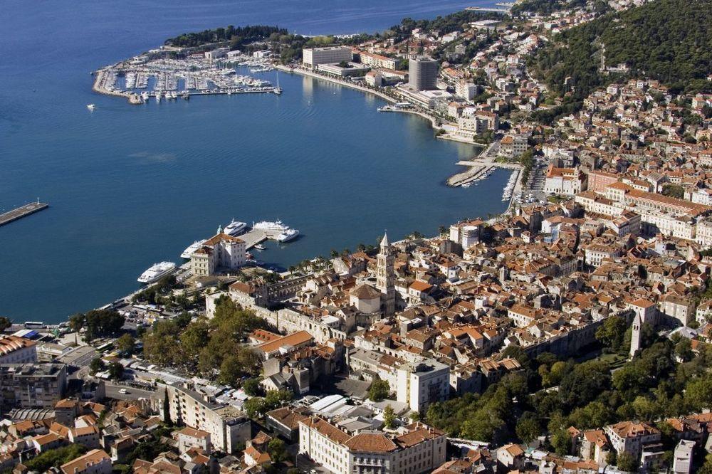 PROLEĆE U DECEMBRU: U Splitu rekordnih 19 stepeni, u unutrašnjosti Hrvatske se smrzavaju