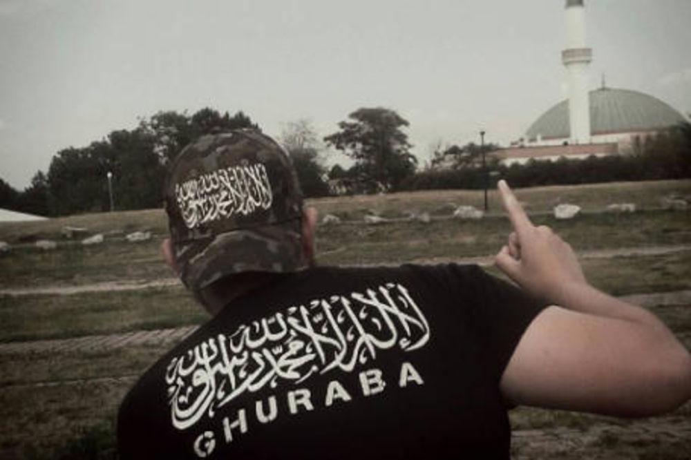 Preko Fejsbuka prodaje majice sa terorističkim natpisima!